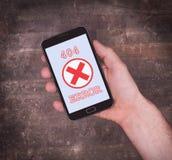 Smartphone che visualizza un errore, 404 Fotografia Stock Libera da Diritti