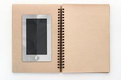 Smartphone com chuva nebulosa e a casa no esboço registram Fotos de Stock