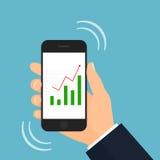Smartphone com levantar o gráfico de barra do mercado de valores de ação Fotografia de Stock Royalty Free