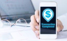 Smartphone con el icono completo de la transacción foto de archivo