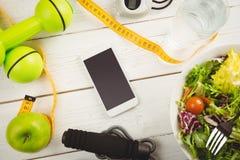 Smartphone con gli indicatori dello stile di vita sano Fotografie Stock