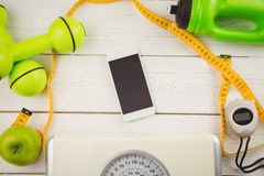 Smartphone con gli indicatori dello stile di vita sano Immagini Stock