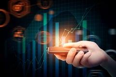 Smartphone con il grafico di affari Fotografia Stock