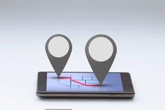 Smartphone con la barra del mapa y del perno Imágenes de archivo libres de regalías