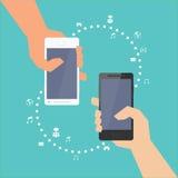 Smartphone con la distribución de las multimedias Imagenes de archivo