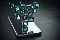 Smartphone con la nube delle icone di applicazione Telefono cellulare sui precedenti di legno neri royalty illustrazione gratis