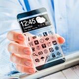 Smartphone con la pantalla transparente en manos humanas. imagenes de archivo