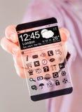 Smartphone con lo schermo trasparente in mani umane Fotografie Stock Libere da Diritti