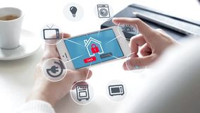 Smartphone con sicurezza domestica illustrazione di stock