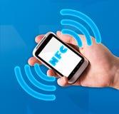 Smartphone con tecnología de comunicación cercana del campo Fotografía de archivo