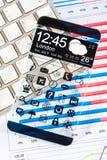 Smartphone con un'esposizione trasparente. Immagine Stock Libera da Diritti