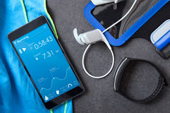 Smartphone con un uso desconocido para los corredores Imágenes de archivo libres de regalías