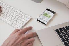 smartphone d'écran de marketing en ligne Images stock