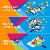 Smartphone 3d e computer portatile isometrici piani royalty illustrazione gratis