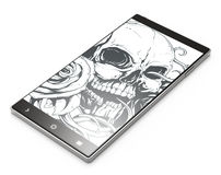 Smartphone 3D noir avec le crâne de tatouage sur le fond blanc Photo stock