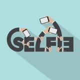 Smartphone dans la conception de typographie de Selfie de mains Photographie stock libre de droits
