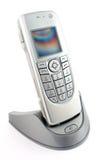 Smartphone de carga Foto de archivo libre de regalías