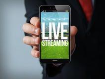 smartphone de fluência vivo do homem de negócios Foto de Stock