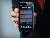 Smartphone de juego del hombre de negocios Foto de archivo libre de regalías
