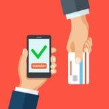 Smartphone de la tarjeta de crédito e icono de la marca de verificación Fotos de archivo libres de regalías