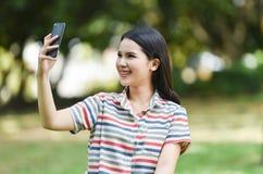 smartphone de selfie de fille Images stock