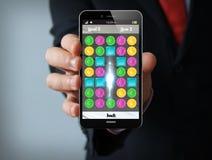 Smartphone del hombre de negocios del videojuego Foto de archivo libre de regalías