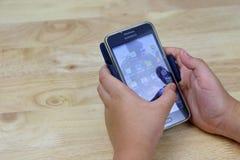 Smartphone del juego Fotos de archivo