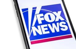 Smartphone del primer con el logotipo de FoxNews en la pantalla foto de archivo