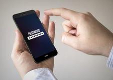 Smartphone dello schermo attivabile al tatto con l'applicazione di parola d'ordine sullo schermo Fotografia Stock