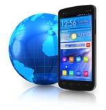Smartphone dello schermo attivabile al tatto e globo della terra Immagine Stock Libera da Diritti
