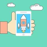Smartphone in der Hand mit Raumschiff Lizenzfreies Stockfoto