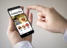 Smartphone des Bildschirm- mit kochendem on-line-Blog auf dem Schirm Lizenzfreie Stockfotografie