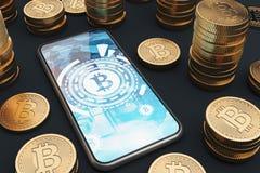 Smartphone di Bitcoin sulla tavola, bitcoins fisici Fotografia Stock Libera da Diritti