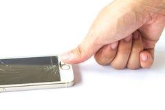 Smartphone do toque do dedo da mão quebrado no fundo branco Foto de Stock
