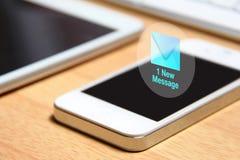 Smartphone e ícone novo da mensagem Imagens de Stock