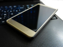 Smartphone e caderno Imagens de Stock