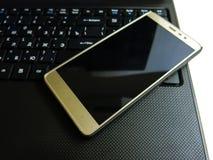 Smartphone e caderno Fotografia de Stock Royalty Free