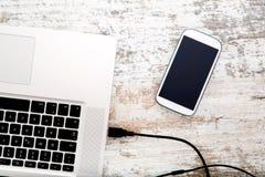 Smartphone e computer portatile Immagine Stock Libera da Diritti
