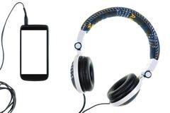 Smartphone e cuffia con il rivestimento dei jeans su un fondo bianco, isolato Fotografia Stock Libera da Diritti