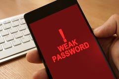 Smartphone e parola d'ordine debole del messaggio immagine stock libera da diritti