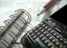 Smartphone e penna Immagini Stock