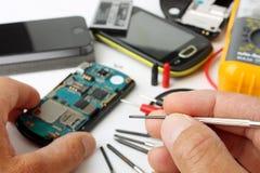 Smartphone e telefoni cellulari da riparare Fotografie Stock Libere da Diritti