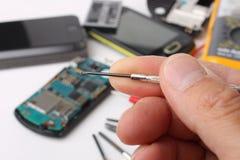 Smartphone e telefoni cellulari da riparare Immagine Stock