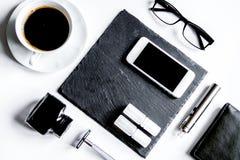 Smartphone, elektronische sigaret en de hoogste mening van mensen` s toebehoren royalty-vrije stock afbeeldingen