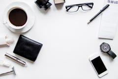 Smartphone, elektronische sigaret en de hoogste mening van mensen` s toebehoren stock foto