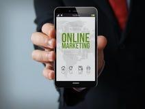 Smartphone em linha do homem de negócios do mercado Foto de Stock Royalty Free