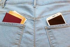 Smartphone en el bolsillo foto de archivo libre de regalías