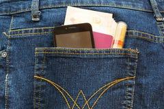 Smartphone en el bolsillo fotos de archivo