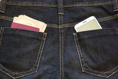 Smartphone en el bolsillo imágenes de archivo libres de regalías