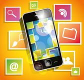 Smartphone en el fondo anaranjado con los iconos Foto de archivo